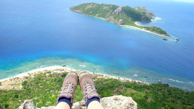 climbing-vatu-sawalo-waya-leilei-fiji-near-barefoot-kuata