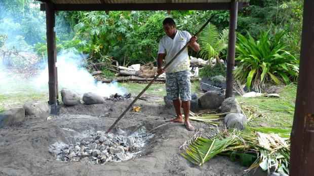 cooking-lovo-in-fiji-1