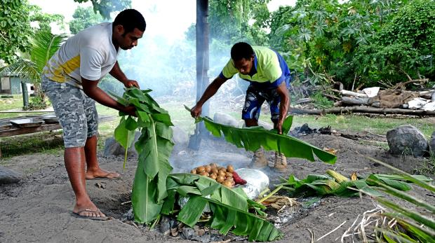 cooking-lovo-in-fiji-4