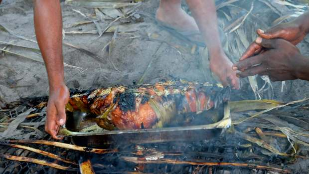 cooking-lovo-in-fiji-6