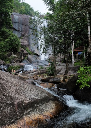 7-wells-waterfall-langkawi-malaysia